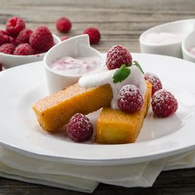 Karamellisierte Polentaschnitten mit Heiße Liebe Joghurt