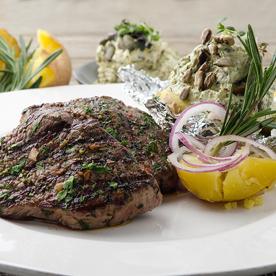 Bio-Weidejungrind-Steaks mit Ziegenfrischkäsedip