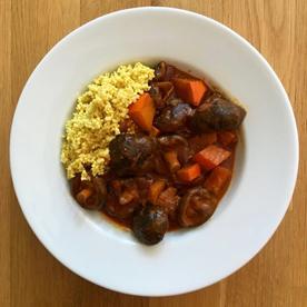 Veganes Shiitake-Kürbis-Curry mit Kurkuma-Hirse