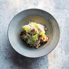 Waldorfsalat mit Pastinaken und Schafjoghurt