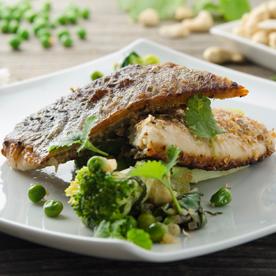 Knuspriges Seesaiblingsfilet mit Stängelkohl-Gemüse