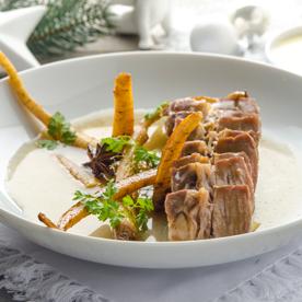 Gekochtes Beinfleisch mit Pastinaken und Erdäpfel-Wasabi-Creme