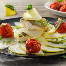 Cedro-Carpaccio mit krossem Seesaibling, kandierten Tomaten und Estragon