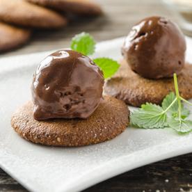 Mandel-Karadamom-Cookies mit veganem Schokoladeneis