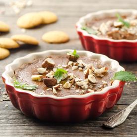 Mini-Nougatcreme-Cheesecakes mit rauchigen Haselnüssen