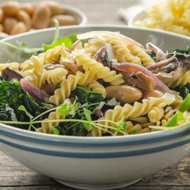 Spirelli mit Schwarzkohl, weißen Bohnen und Austernpilzen