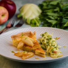 Fencheltarte mit Apfel-Fenchelsalat und karamellisierten Äpfeln