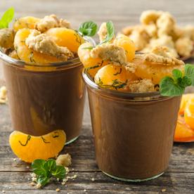 Orangen-Schokoladenmousse mit Maroni-Crumble und Clementinen