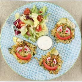 Bio-Mini-Gemüserösti mit Kräutertopfen und Salat