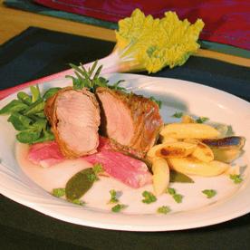 Mariniertes Schweinefleisch auf Rhabarber