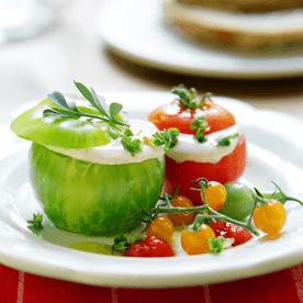 Salatparadeiser gefüllt mit Sauerrahmmousse