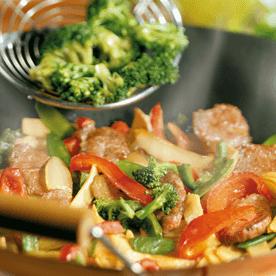 Lammfleisch mit feurigem Wokgemüse