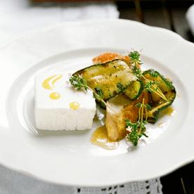 Ziegenmilchterrine mit Zucchini und Hendlbrust