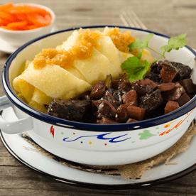 Boeuf bourguignon mit Bandnudeln und Karotten