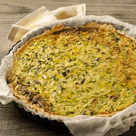 Zucchini-Quiche mit Parmeduro und Oliven