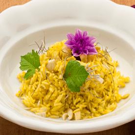 Basmatireis mit Curryaroma und Dahlie