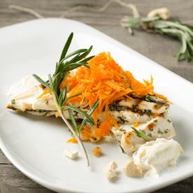 Cashwekerne-Karottensalat mit gegrilltem Rosmarinhendl