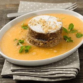 Dinkel-Nuss-Kakao Kuchen mit kalter Melonensuppe (vegan)