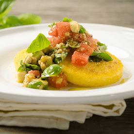 Maisgrieß-Laibchen mit Avocado-Melonen-Salsa (vegan)