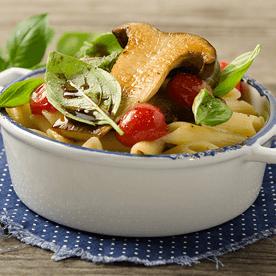 Nudeln mit gebratenen Kräuterseitlingen und Sojamilch (vegan)