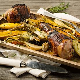 Gebratener Gockel mit Wurzelgemüse, Balsamico und Kartoffeln vom Blech