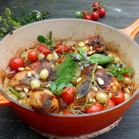Gebratener Gockel mit Trauben, Oliven und Tomatillo