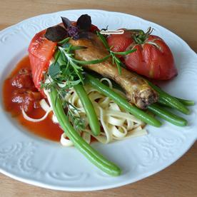 Moosdorfer Gockel in geschmorter Tomate