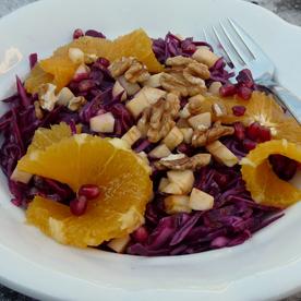 Rotkrautsalat mit Granatapfel und Walnüssen