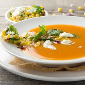 Tomaten-Maiscreme-Suppe mit Ziegenfrischkäse