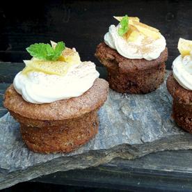 Buttermilch-Küchlein mit Frischkäse-Zimt-Ananas-Topping