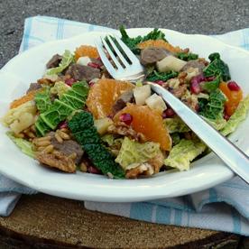 Rindsfilet mit Grünkohl-Topinambur-Kamut Salat und Granatapfelkernen