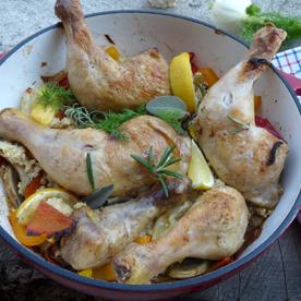 Gebratenes Ofenhuhn mit Goldhirse und Gemüse in Zitronen-Kräutersud