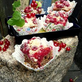 Schoko-Brownies mit Ribisel-Streusel